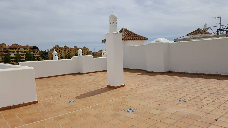 2 bedrooms penthouse in Golf Hills Estepona.Selwo area. Fully furnished.