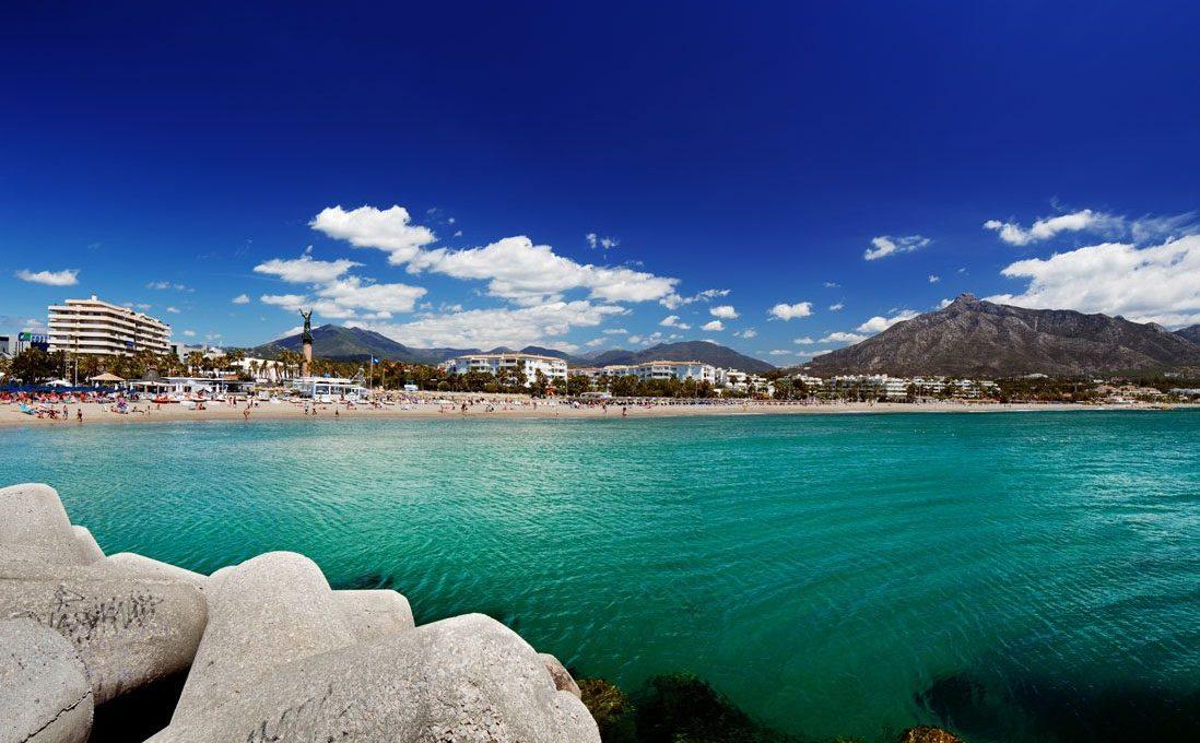 Playa-Puerto-Banus-Marbella
