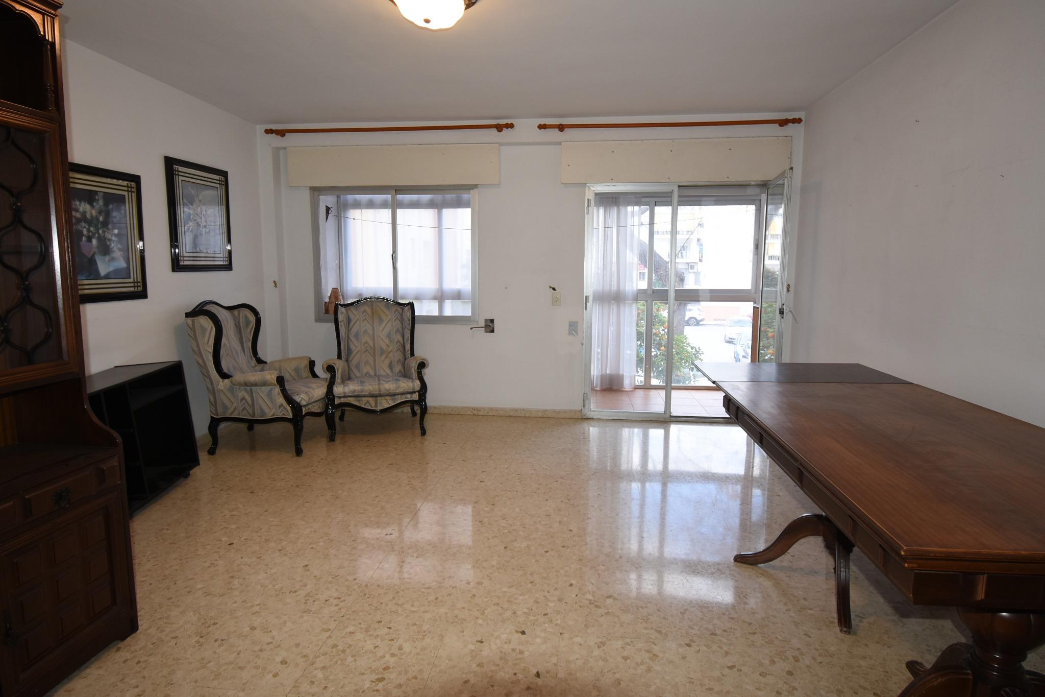 San Pedro Centro. Piso de 3 habitaciones para reformar.